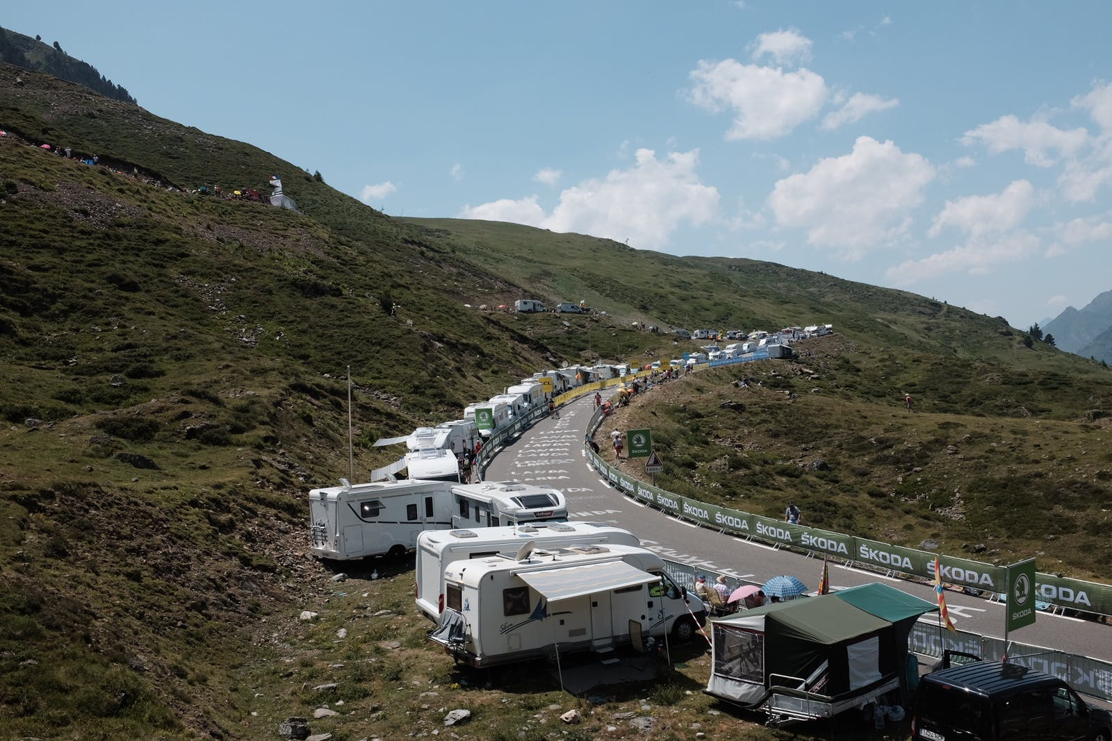 Motorhomes line the route of the Col du Tourmalet